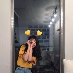 Ulzzang Girls uploaded by ✿𝐑𝐨𝐰𝐞𝐧𝐚 𝐑𝐚𝐯𝐞𝐧𝐜𝐥𝐚𝐰✿ on We Heart It Mode Ulzzang, Ulzzang Korean Girl, Cute Korean Girl, Ulzzang Couple, Asian Girl, Girl Photo Poses, Girl Photography Poses, Tumblr Photography, Girl Photos