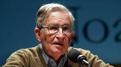 """Maailman kuuluisimpiin intellektuelleihin lukeutuvan kielitieteilijä Noam Chomskyn mukaan Suomen hallituksen leikkauspolitiikka on """"huomattavan vaarallista yhteiskunnan tulevaisuuden kannalta""""."""