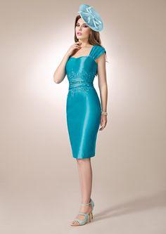 ZEILA DONNA 9197  Vestido de fiesta corto en shantung, con detalles de guipur y levita en guipur