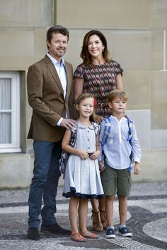 Your Royal Highness Prince Vincent and Princess Josephine begin in Grade 0 at Tranegård School in Hellerup on Tuesday, 15 August.  In this connection, there will be an opportunity for photography before departure from Frederik VIII's Palace, Amalienborg, where the Crown Prince will come out in front of the palace together with their two youngest children