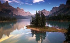 Spirit Island on Maligne Lake, Jasper National Park, Alberta, Canada ...