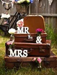 Love the display! Classic Suitcases- Perfect for Wedding Decor » Alexan Events   Denver Wedding Planners, Colorado Wedding and Event Planning