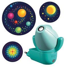 Τα αστέρια οι πλανήτες και το διάστημα σας κρατούν συντροφιά στα όνειρα σας! Το προβολάκι νυκτός της εταιρίας HABA εμφανίζει 6 διαφορετικές εικόνες στον τοίχο σας, οι οποίες σας ταξιδεύουν σε μαγικούς κόσμους! Rubber Duck, Cool Gifts, Toys, Children, Gift Ideas, Activity Toys, Young Children, Boys, Clearance Toys