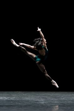 Anna Tsygankova in William Forsythe's In the Middle, Somewhat Elevated photo© Angela Sterling Photography