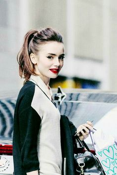 I like her hair (lily Collins) Lily Collins Style, Love Lily, Phil Collins, Girl Crushes, Woman Crush, Pretty People, Ponytail, Hair Makeup, Hair Beauty
