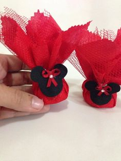 trouxinha de bombom minie vermelha Minie Mouse Party, Fiesta Mickey Mouse, Mickey Mouse Clubhouse Birthday, Minnie Mouse Pink, Baby Mickey, Mickey Party, Mickey Mouse Birthday, Decoration Evenementielle, Mouse Crafts
