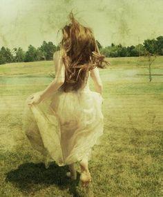 levo a vida tranqüila. não tenho medo do mundo. não vou me preocupar. que passe por mim a má sorte. maldade. discórdia. não vou me preocupar. levo a vida tranquila.