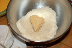 Gebakken camembert met preiselbeeren - Keuken♥Liefde Grains, Rice, Food, Essen, Meals, Seeds, Yemek, Laughter, Jim Rice