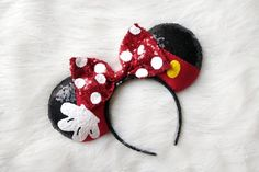 Perfect for wearing at any Disney Theme Park!Part of the Artist series.We do custom orders!*Disclaimer: Colors may appear different depending on which screen you view it from.No Refunds. Mini Mouse Ears, Diy Mickey Mouse Ears, Diy Disney Ears, Disney Mickey Ears, Disney Diy Crafts, Disney Headbands, Crochet Mouse, Diy Hair Accessories, Mickey And Friends