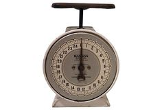 """Vintage Hanson Utility scale. Face of scale is marked with """"Model 2000, Made in Chicago, 22 USA."""" Capacity 25 pounds. Easy to calibrate."""