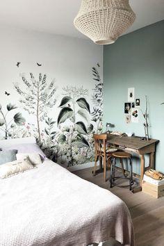 Peinture et papier peint : le duo de revêtements gagnant sur les murs - Côté Maison Design Room, Room Interior, Interior Design, Teenage Room, Suites, Room Wallpaper, Room Inspiration, Bedroom Decor, Wall Decor
