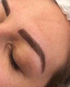 Mircoblading Eyebrows, Eyebrows Goals, Plucking Eyebrows, How To Grow Eyebrows, Threading Eyebrows, Straight Eyebrows, Thick Eyebrows, Arched Eyebrows, Spa