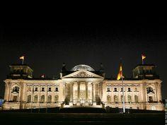 Der Reichstag.  Der Reichstag's Kuppel war sehr beeindruckend. Der Raum, wo die Abgeordneten arbeiten, war ohne Schmuck.