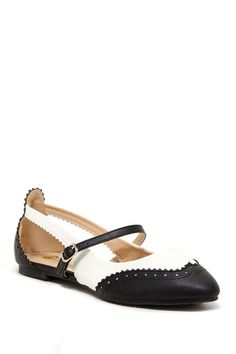 Chase & Chloe London Cutout Wingtip Flat