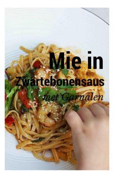 Mie in zwartebonensaus met Garnalen. - Mamameteenblog.nl Asian Recipes, Healthy Recipes, Ethnic Recipes, Vegas, Date Night Recipes, Good Food, Yummy Food, Pasta Noodles, Everyday Food