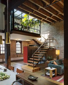 Vintage industrial style decor trends to make a lasting impression in your guests! n industrial loft design was meant for an artist and it combines the best of both worlds. A living area and a workshop. This industrial interior loft is a wonde Loft Interior Design, Design Exterior, Loft Design, Interior And Exterior, Luxury Interior, Luxury Loft, Studio Design, Modern Interior, Design Design
