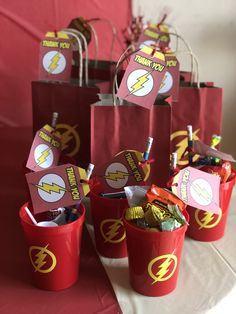 The flash Birthday goodie bags and cups Avengers Birthday, Superhero Birthday Party, 4th Birthday Parties, 16th Birthday, Birthday Ideas, Flash Birthday Cake, Superhero Baby Shower, Party Bags, Goodie Bags
