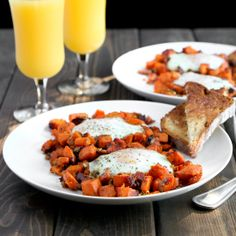 Sweet potato and eggs breakfast hash - ADD REGULAR POTATOES AS WELL, OR DOUBLE THE INGREDIENTS FOR 4 PEOPLE