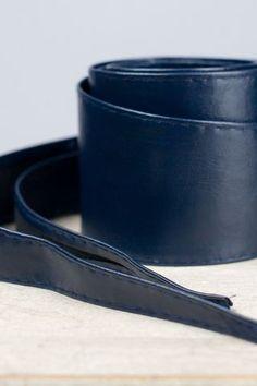 Fusciacca in ecopelle, lunga, disponibile in diversi colori. http://www.brendatelier.it/prodotto.asp?st=autunno_inverno_2014-15&tag=fusciacca_ecopelle_lunga__SKY&col=blu&lang=it