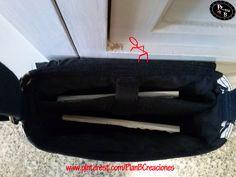 El bolso-bandolera de Plan B para Ipad o Tablet tiene en su interior un departamento revestido con material semi-rígido para proteger tu Ipad o Tableta