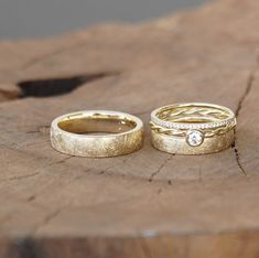 This item is not available - Wedding rings FROZEN GOLD combination Raw Stone Engagement Rings, Rose Gold Engagement Ring, Wedding Rings Simple, Wedding Rings Vintage, Gold Wedding, Map Wedding, Free Wedding, Celtic Wedding Bands, Wedding Ring Bands