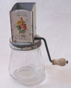 Vintage Rustic Country Kitchen Yellow Glass Spice Nut Chopper Grinder Hand Crank Glass Jar