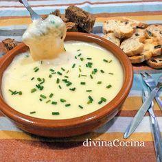 Con esta receta de fondue de queso rápida en microondas montas un aperitivo para compartir al centro solo con queso rallado y pocos ingredientes sencillos