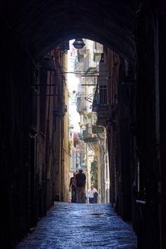 Via dei Tribunali, enge Quergasse, Napoli, Italy Naples Italy, Amalfi Coast, Around The Worlds, Street, Travel, Napoli Italy, Viajes, Destinations, Traveling
