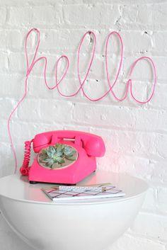 DIY con letras neón para dar color a tu casa #color #neon #hello #diy