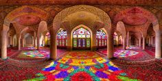 Simmetrie e giochi di colore: la bellezza dell'architettura iraniana