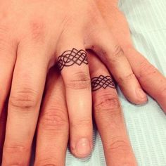 Wedding ring finger tattoos Wedding band tattoo Ring finger tattoos Ring tattoo designs Tattoo wedding rings Ring tattoos - There are many ways that you can show your life partner you are ready t - Tattoo Ringe, Ink Tatoo, Tattoo Band, Wedding Band Tattoo, Tattooed Wedding, True Tattoo, Finger Tattoo Designs, Finger Tattoos, Tattoo Designs