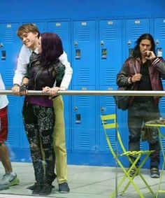 Mal and Ben aka Mitchell hope and five Cameron Descendants Mal And Ben, Descendants 2015, Descendants Wicked World, Descendants Characters, Disney Channel Descendants, Descendants Costumes, Disney Villains, Disney Movies, Disney Fun Facts