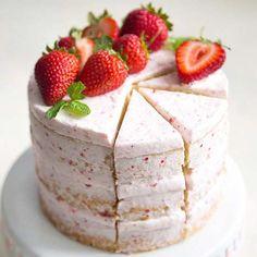 strawberry lemon olive oil cake — lightly layered buttercream frosting and fresh strawberries to garnish the cake Cakes To Make, How To Make Cake, Cupcakes, Cupcake Cakes, 6 Cake, Lemon Olive Oil Cake, Dessert Crepes, Dinner Dessert, Naked Cakes