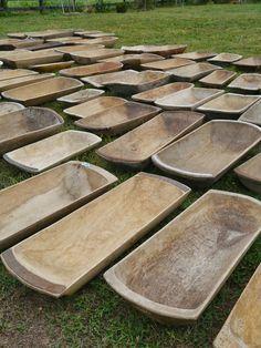 Resultado de imagen para table decor with carved wooden bowl Carved Wooden Bowl, Wooden Dough Bowl, Wood Bowls, Wooden Spoons, Farmhouse Style, Farmhouse Decor, Bread Bowls, Wood Turning, Country Decor