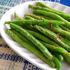 Sauteed Garden Fresh Green Beans Recipe - Fresh green beans are sauteed with onion salt, garlic salt, and garlic powder producing a quick and easy side dish. Fresh Green Bean Recipes, Cooking Fresh Green Beans, Sauteed Green Beans, Garlic Green Beans, Side Dishes Easy, Side Dish Recipes, Vegetable Recipes, Healthy Dinner Recipes, Fruit Recipes