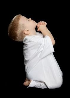 TEACH THE CHILDREN TO PRAY - Bedtime is a great time to pray. Regardless of the religion, self reflection and gratitude are always good. Cute Kids, Cute Babies, Baby Kids, Precious Children, Beautiful Children, Bedtime Prayer, Praying To God, Praying Hands, Prayers For Children