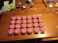 varkentjes maken van roze koeken