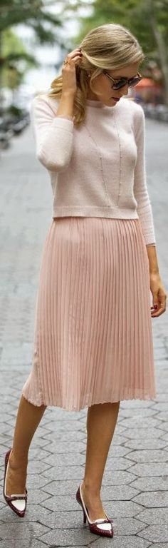 Soft colors and textures make this a perfect Friday casual outfit #workwear #officefashion