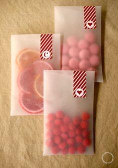 Decorando con cinta washi las bolsas de caramelos, sencillo y bonito. #ManualidadesCaramelos