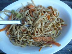 Summer Sesame Noodles: Asian noodles with sesame sauce that's incredibly tasty and versatile. I love it because it's a fast and easy lunch or afternoon snack, but also because you can add so many things to make it even more interesting: rotisserie chicken, diced cucumbers, shredded carrots, sliced avocado.