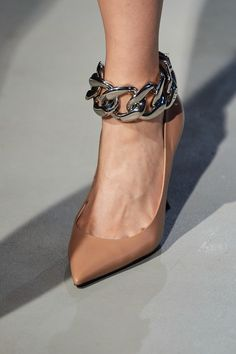 N 21 Fall 2020 Fashion Show Details Fashion Shoes, Fashion Jewelry, Milan Fashion, Fashion Trends, Fashion Details, Sock Shoes, Shoe Boots, Women Accessories, Fashion Accessories
