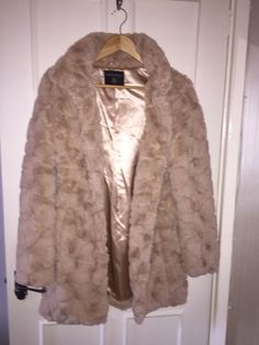 0d2e940df23 Ladies Faux Fur Coat Cream Dorothy perkins Size 6. Soft and gorgeous.   fashion