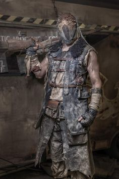 post_apocalyptic_dress3 Apocalyptic Clothing, Post Apocalyptic Costume, Post Apocalyptic Art, Post Apocalyptic Fashion, Mad Max, Apocalypse Character, Fallout, Wasteland Warrior, Dystopia Rising