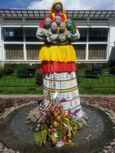 Mother Suriname and her children. In Paramirabo, the capital of Suriname. #Sculpture #ModernArt
