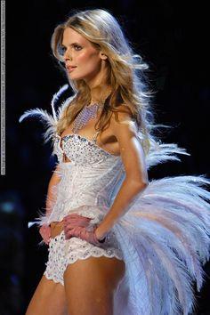 Julia Stegner At Victorias Secret Fashion Show November Lexington Avenue Ar Fashion