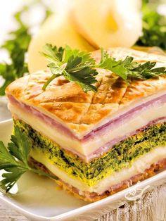 Come resistere al Millefoglie salato con scamorza e frittata? Invece degli spinaci, provate a farcire la frittata con funghi champignon.