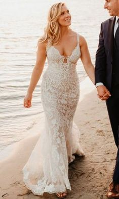 Save 31% on soft and feminine Allure Bridals 3213 size 8 wedding dress. Perfect for your cathedral wedding ceremony and beach wedding reception.  #PreLovedWeddingDress #UsedWeddingDresses #DesignerWeddingGown #WeddingGowns