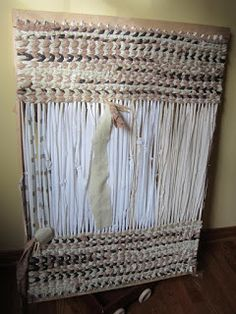 Simply Resourceful: How to Make a Rag Rug Best set of rug making instructions I have seen.