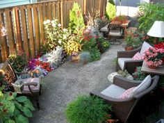 25 Beautiful, Budget Ideas for Patios and Porches Small Backyard Landscaping, Backyard Patio, Landscaping Ideas, Patio Ideas, Backyard Ideas, Garden Ideas, Tropical Landscaping, Backyard Designs, Backyard Retreat
