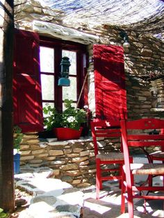 Gorgeous red shutters, chairs and stone floor Greece Art, Paros Greece, Beautiful Islands, Beautiful Places, Travel Pictures, Cool Pictures, Gazebo On Deck, Red Shutters, Paros Island